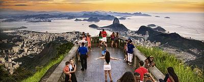 La vista desde el cerro del Corcovado de Río de Janeiro, la bahía y el Pan de Azúcar.