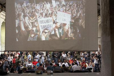 Integrantes del colectivo Democracia Real Ya, en su comparecencia en el centro autogestionado de Tabacalera.