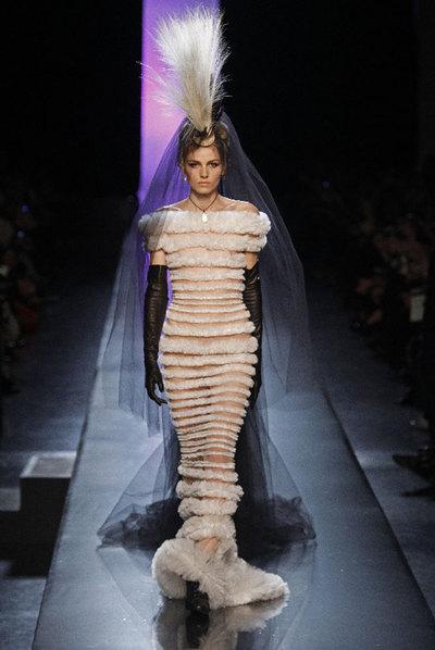 Andrej Pejic, luciendo un modelo de Jean-Paul Gaultier.