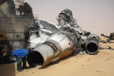 Restos del avión que trasladó la cocaína de Colombia al desierto de Malí en noviembre de 2009.