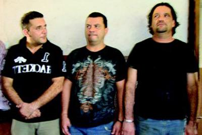 Devesa, a la izquierda, y sus dos cómplices: uno portugués y otro venezolano