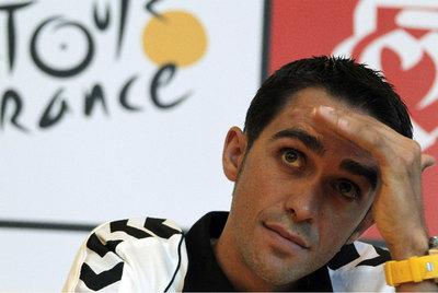 Alberto Contador, durante su conferencia de prensa en Les Herbiers.