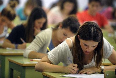 Alumnas de la Comunidad Valenciana durante las últimas pruebas de acceso a la Universidad.