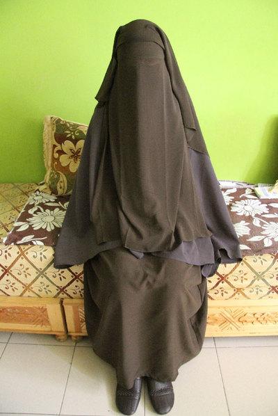 Chadia, hace dos semanas en el salón de su casa en Melilla.