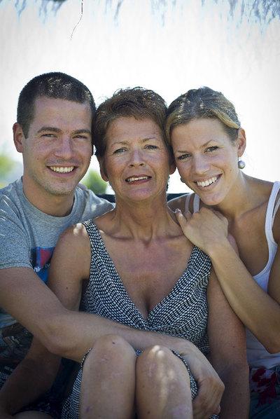 La turista holandesa extraviada, Mary-Anne Goossens, posa con sus hijos Fritz y Jantje.