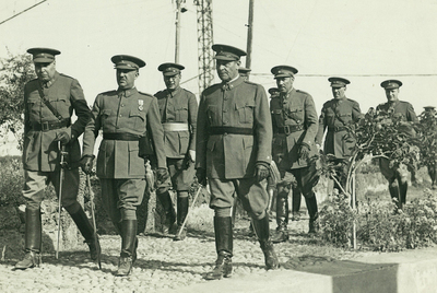 Resultado de imagen para El general Franco (primer plano, centro de la foto) y el general Balmes