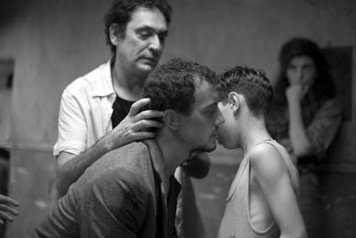 El director mallorquín, durante el rodaje de su película  Pa negre  , que arrasó en los últimos premios Goya.