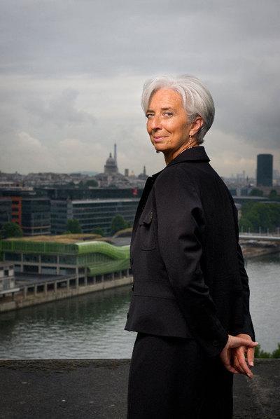 Christine Lagarde posa en el heliopuerto del Ministerio de Economía francés.