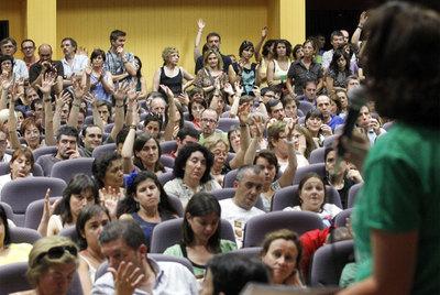 Asamblea de profesores en un instituto público de Madrid, la semana pasada, contra los recortes educativos.