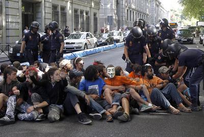 FOTOGALERIA: Sentada en la calle