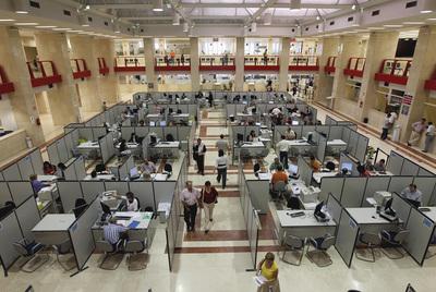 Más de 3,2 millones de personas trabajan para el sector público en España.