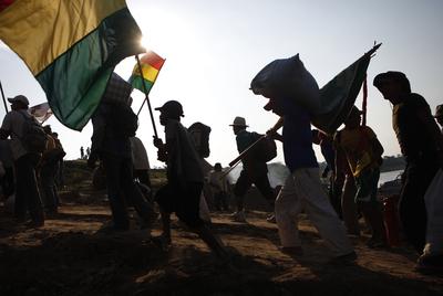 Miembros de la comunidad indígena que se opone a la construcción de la carretera, durante la marcha en Trinidad.