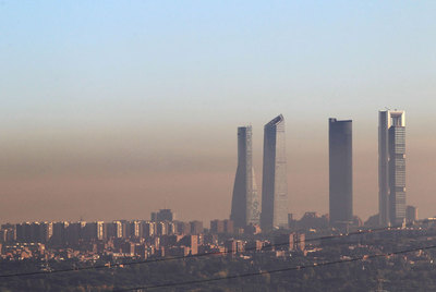Panorámica de la contaminación sobre el cielo madrileño realizada el 27 de octubre de 2010.