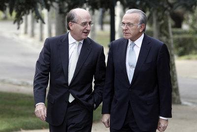 Antonio Brufau, presidente de Repsol, e Isidro Fainé, presidente de La Caixa, antes de la cumbre de grandes empresas celebrada en La Moncloa en noviembre pasado.