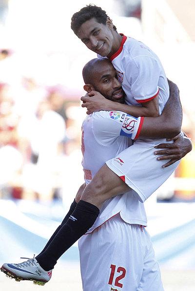 Kanouté y Navas celebran el tanto del Sevilla.