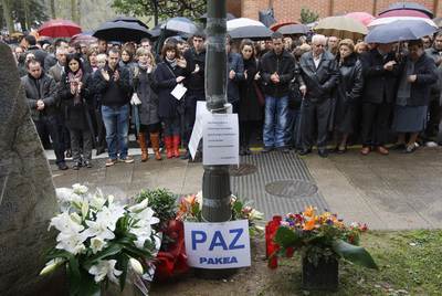 Concentración en homenaje al empresario Inaxio Uria en el lugar de Azpeitia (Gipuzkoa) donde fue asesinado por ETA.