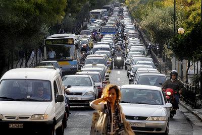 Atasco en Atenas debido a la huelga de 24 horas que convocaron ayer los trabajadores del metro.