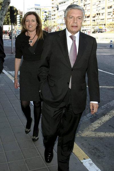 Modesto Crespo, expresidente de la CAM, y María Dolores Amorós, ex directora general.