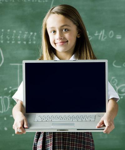La tecnología es clave, pero, según los expertos, no puede sustituir a los docentes. Tampoco, de momento a los libros.