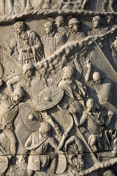 Lucha entre romanos y dacios en un relieve de la Columna Trajana.