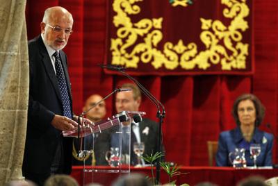 Juan Roig tomó la palabra en el salón de columnas de la Lonja de Valencia ante la Reina y el presidente de la Generalitat.