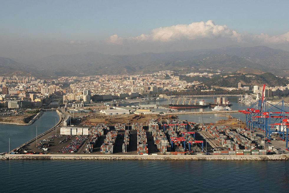 Vista a rea del puerto y la ciudad de m laga edici n impresa el pa s - Fotografia aerea malaga ...