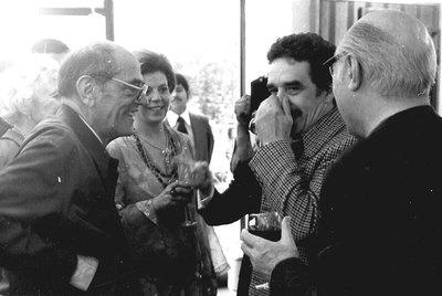 Luis Buñuel, a la izquierda, con Gabriel García Márquez, en una fotografía perteneciente al archivo del cineasta.