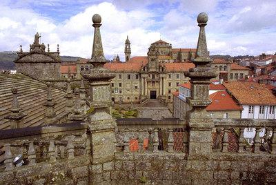La iglesia posee en santiago metros cuadrados de for Tejados galicia