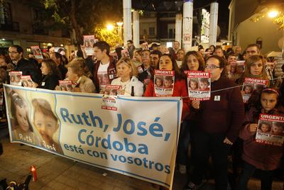 Concentración silenciosa por la desaparición de Ruth y José, ayer, en Córdoba.