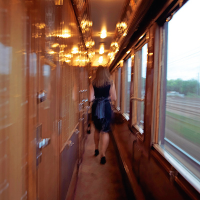 El legendario tren, que ha inspirado tantos sueños y conspiraciones, ofrece un 'glamour' distinto, 'art déco'.