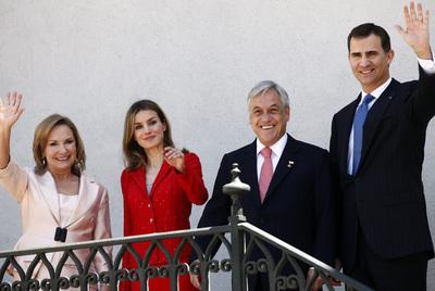 Por la derecha, el príncipe Felipe, el presidente chileno Sebastián Piñera, doña Letizia y la primera dama chilena, Cecilia Morel.