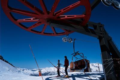 Un telesilla en la estación de esquí de Cerler, en el Pirineo aragonés.