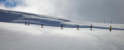 La estación de Port Ainé, en la provincia de Lleida, cuenta con 32 kilómetros de pistas de esquí alpino. El  forfait  (pase) de un día cuesta 35 euros (adulto).