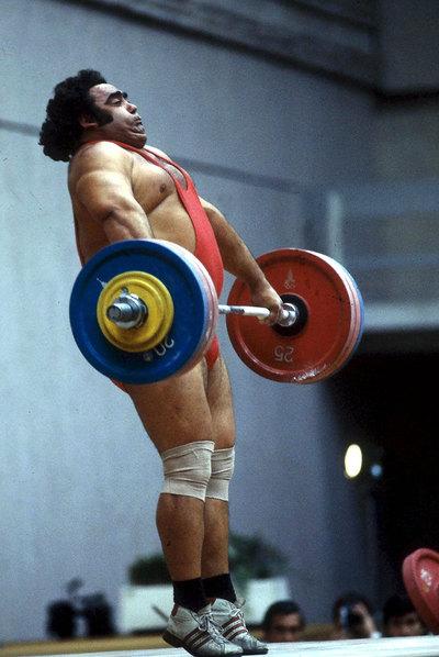 El levantador de pesas Vasili Alexeiev en 1980.