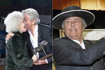 Alain Delon besa a la duquesa de Alba en presencia de su esposo, Alfonso Díez. A la derecha, el actor, tocado rncon un sombrero cordobés.