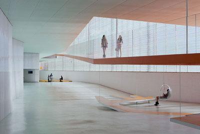 Interior del nuevo Palacio de Congresos y Auditorio El Batel, de Cartagena, conocido como  El B,  obra de los arquitectos Lucía Cano y José Selgas.