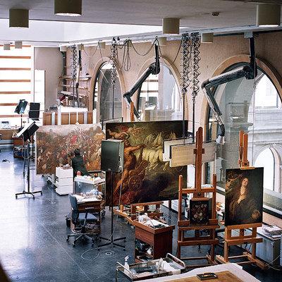 Taller de restauración del Museo del Prado, situado en la ampliación de Moneo.