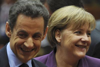 El presidente francés, Nicolas Sarkozy, y la canciller alemana, Angela Merkel, el pasado viernes, durante la cumbre de la UE.