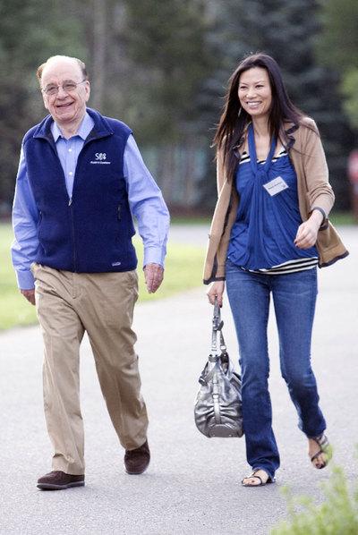 Rupert Murdoch y su esposa, Wendi.