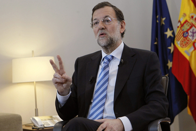Mariano Rajoy, durante la entrevista en su despacho con el presidente de Efe, Álex Grijelmo.