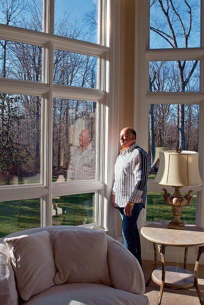 El escritor en su mansión, a las afueras de Louisville (Kentucky).