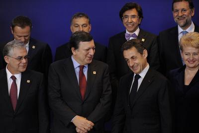 Los líderes europeos  bromean en la última cumbre de jefes de Estado y de Gobierno.