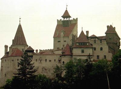 Vista del castillo Bran, propiedad del legendario Drácula.