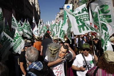 Manifestación en Madrid de funcionarios contra las medidas anunciadas por el Gobierno.