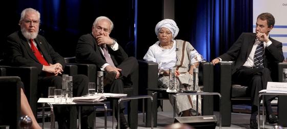 Zapatero junto a los directores gerentes de la OIT, Juan Somavia, del FMI, Dominique Strauss-Kahn, y la presidenta de Liberia, Ellen Johnson Sirleaf.