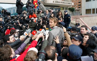 El portavoz del sindicato USCA, César Cabo, en la entrada de la Audiencia Provincial de Madrid donde hoy han empezado a comparecer los controladores.