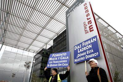 Trabajadores de Air Comet protestan ante la sede de Marsans, el pasado marzo.