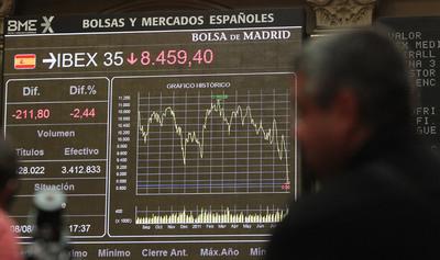 Pantalla de la bolsa de Madrid que muestra la evolución del índice IBEX 35.