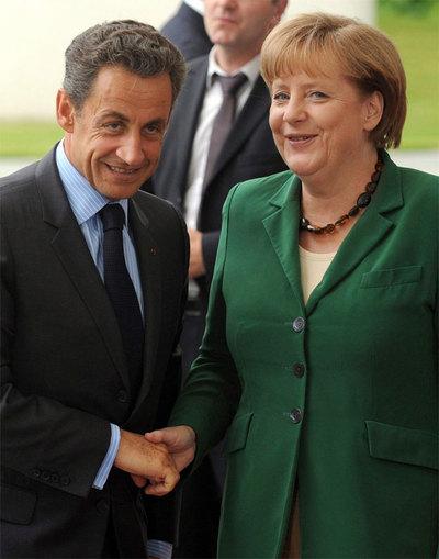 El presidente francés, Nicolás Sarkozy, con la canciller alemana, Ángela Merkel.