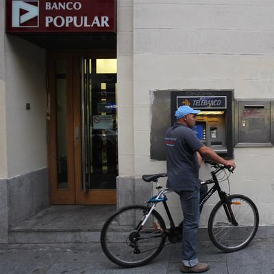 El banco popular ofrece millones en acciones por el for Banco popular barcelona oficinas